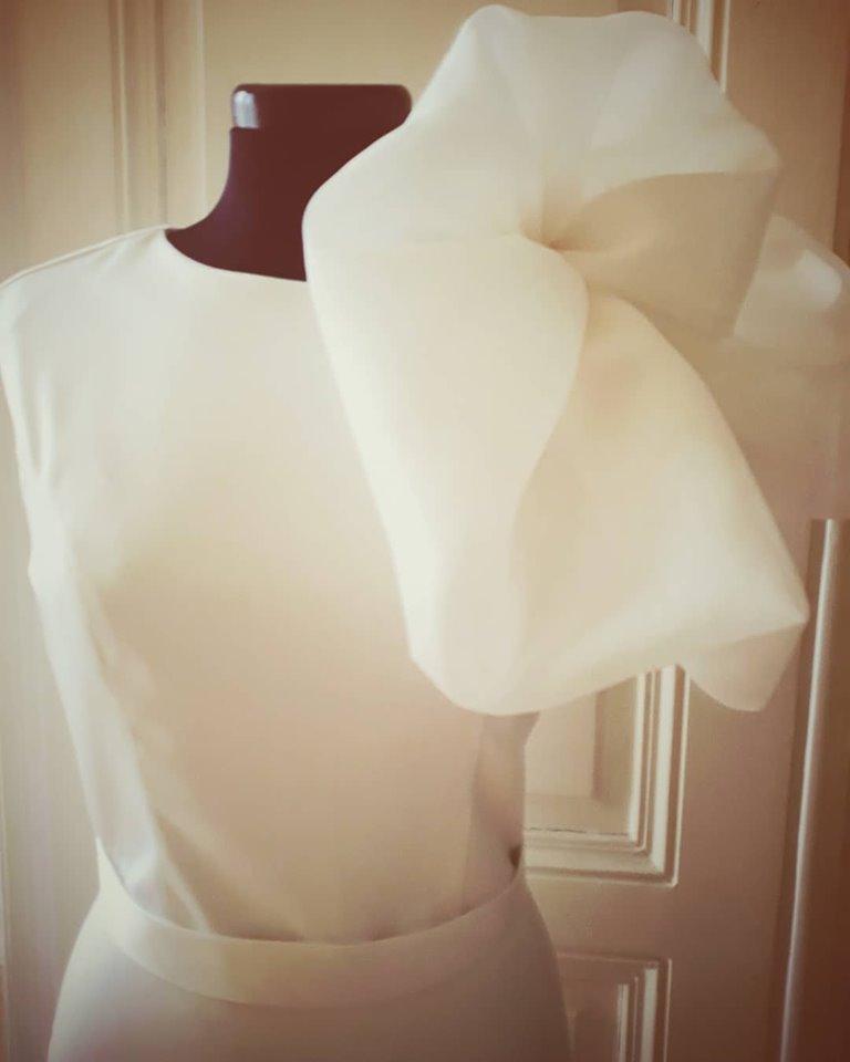 Kratke vjenčanice-minimalistička mladenka